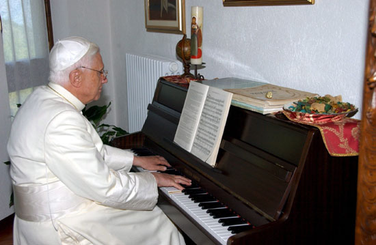 POPE BENEDICT XVI READS ON HOLIDAY